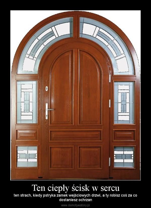 Ten ciepły ścisk w sercu – ten strach, kiedy pstryka zamek wejściowych drzwi, a ty robisz coś za codostaniesz ochrzan