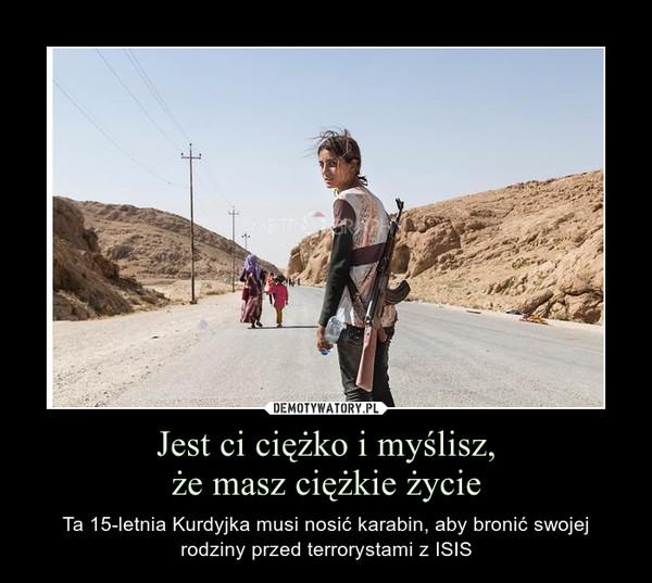 Jest ci ciężko i myślisz,że masz ciężkie życie – Ta 15-letnia Kurdyjka musi nosić karabin, aby bronić swojej rodziny przed terrorystami z ISIS