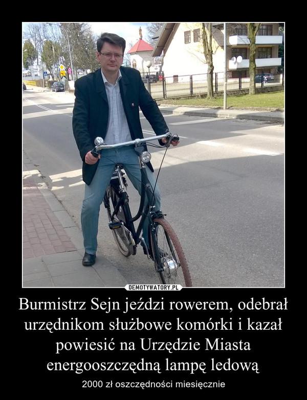 Burmistrz Sejn jeździ rowerem, odebrał urzędnikom służbowe komórki i kazał powiesić na Urzędzie Miasta energooszczędną lampę ledową