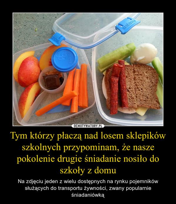 Tym którzy płaczą nad losem sklepików szkolnych przypominam, że nasze pokolenie drugie śniadanie nosiło do szkoły z domu – Na zdjęciu jeden z wielu dostępnych na rynku pojemników służących do transportu żywności, zwany popularnie śniadaniówką