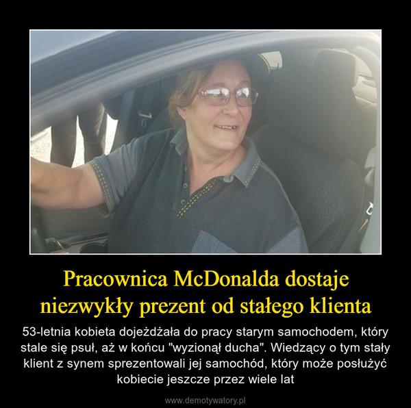 """Pracownica McDonalda dostaje niezwykły prezent od stałego klienta – 53-letnia kobieta dojeżdżała do pracy starym samochodem, który stale się psuł, aż w końcu """"wyzionął ducha"""". Wiedzący o tym stały klient z synem sprezentowali jej samochód, który może posłużyć kobiecie jeszcze przez wiele lat"""