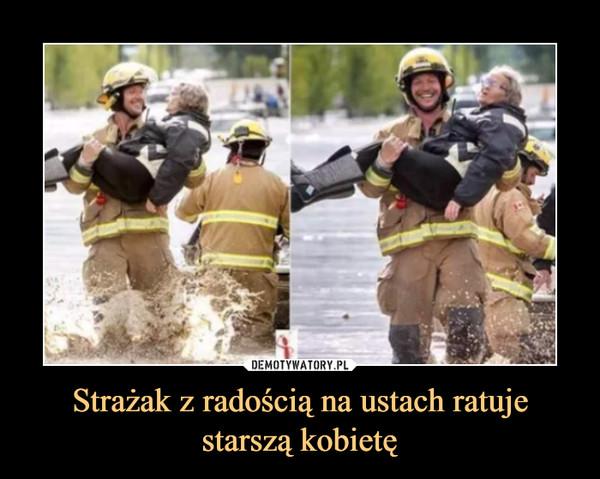 Strażak z radością na ustach ratuje starszą kobietę –