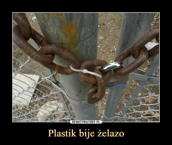 Plastik bije żelazo –