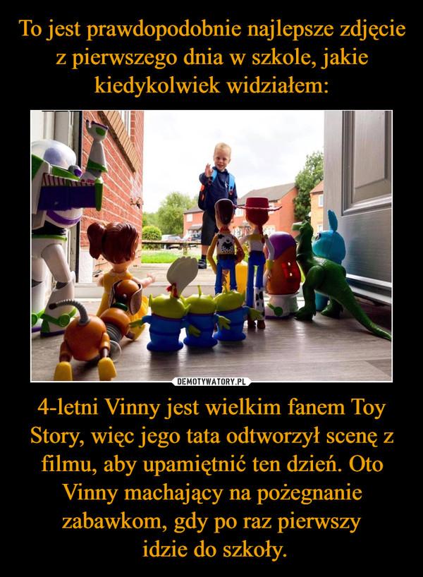 To jest prawdopodobnie najlepsze zdjęcie z pierwszego dnia w szkole, jakie kiedykolwiek widziałem: 4-letni Vinny jest wielkim fanem Toy Story, więc jego tata odtworzył scenę z filmu, aby upamiętnić ten dzień. Oto Vinny machający na pożegnanie zabawkom, gdy po raz pierwszy  idzie do szkoły.