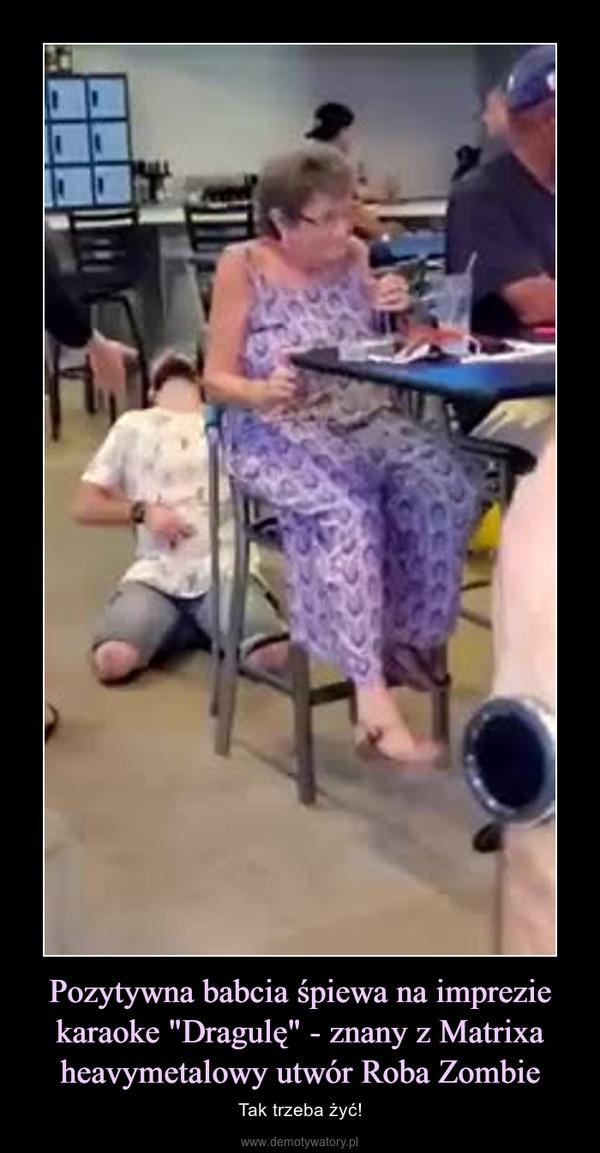 """Pozytywna babcia śpiewa na imprezie karaoke """"Dragulę"""" - znany z Matrixa heavymetalowy utwór Roba Zombie – Tak trzeba żyć!"""