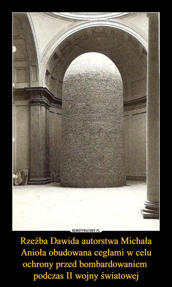 Rzeźba Dawida autorstwa Michała Anioła obudowana cegłami w celu ochrony przed bombardowaniem podczas II wojny światowej –