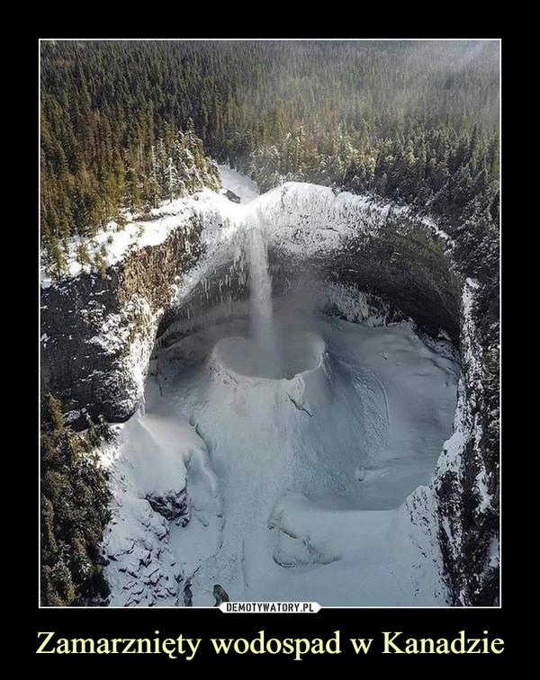 Zamarznięty wodospad w Kanadzie