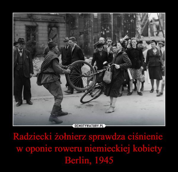 Radziecki żołnierz sprawdza ciśnienie w oponie roweru niemieckiej kobiety Berlin, 1945 –