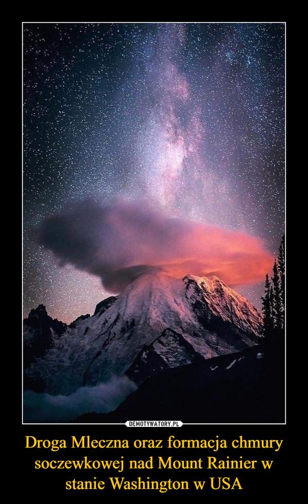 Droga Mleczna oraz formacja chmury soczewkowej nad Mount Rainier w stanie Washington w USA –