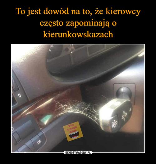 To jest dowód na to, że kierowcy często zapominają o kierunkowskazach
