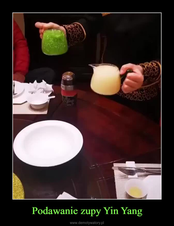 Podawanie zupy Yin Yang –