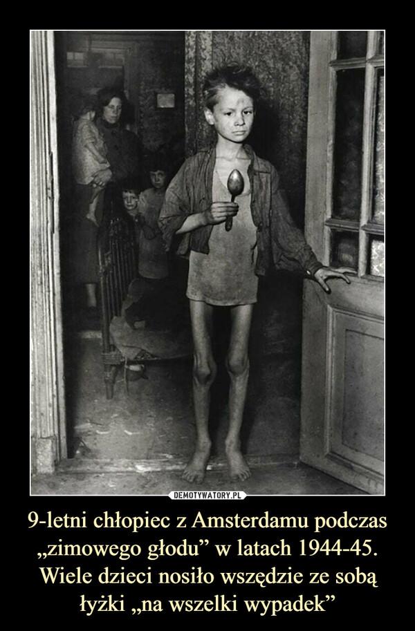 """9-letni chłopiec z Amsterdamu podczas """"zimowego głodu"""" w latach 1944-45. Wiele dzieci nosiło wszędzie ze sobą łyżki """"na wszelki wypadek"""" –"""