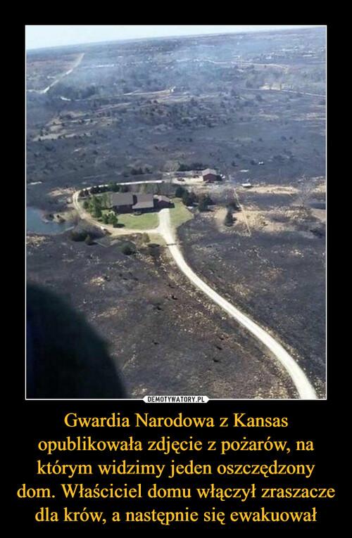 Gwardia Narodowa z Kansas opublikowała zdjęcie z pożarów, na którym widzimy jeden oszczędzony dom. Właściciel domu włączył zraszacze dla krów, a następnie się ewakuował